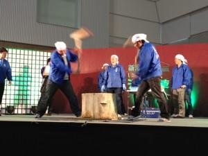 にいがた酒の陣2012ステージ上での餅つき