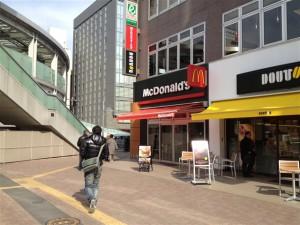 JR横浜線・新横浜駅前にあるマクドナルド