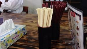 箸は塗り箸の他に割り箸もあり