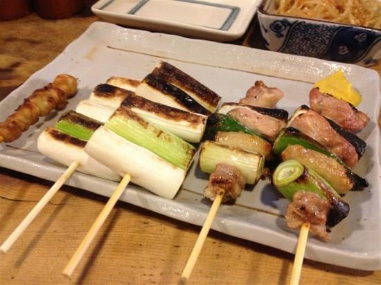 『もも肉のねぎま』1本180円と『ねぎ串』1本130円