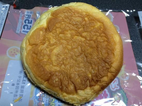 ドラゴンボール とろ~り半熟たまご入り焼きカレーパンの裏面
