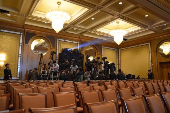 会場内ではTV番組や新聞・雑誌記者の方達が準備をしていました