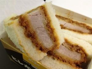 肉の万世『ヒレかつサンド』を挟んでいるパン
