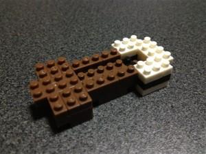 ナノブロックのオカピを胴体から組み上げていきます