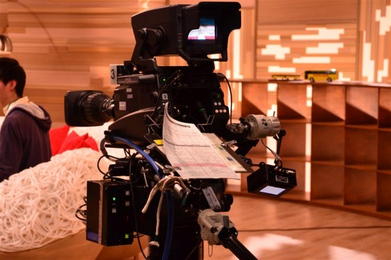 カメラは地上に3台、クレーン型カメラが1台、計4台で収録