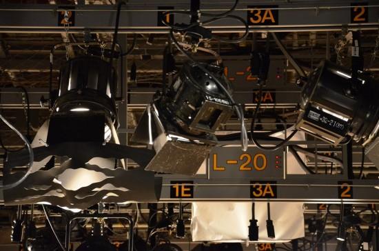 天井には沢山のライト