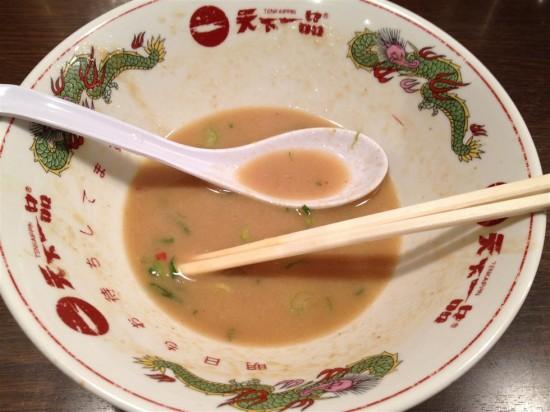 スープはとっても美味しいのですが、あまりにもコッテリし過ぎていて完食できずにここでギブアップ