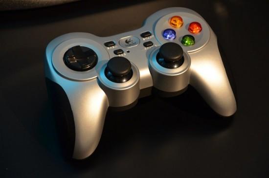 コードレスで快適操作、デュアルバイブレーションモーター搭載ワイヤレスPCゲームコントローラー、F710r