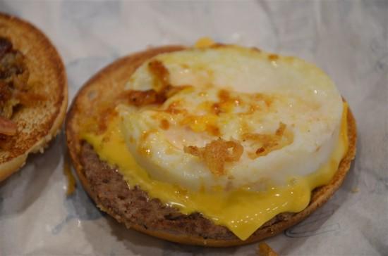 タマゴはプルプルでチーズはトロッと溶けている