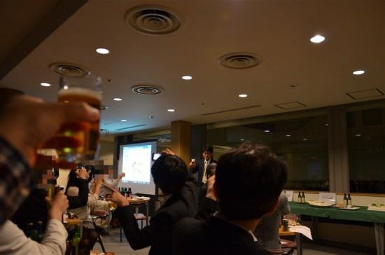 全員のグラスにビールが行き届いたので、かんぱい!