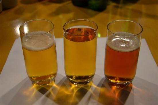 3種類のプレミアムビールを注いで並べてみました