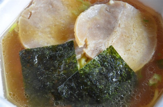 食べ応えのある厚さ4mmの大判焼豚が2枚と海苔が2枚