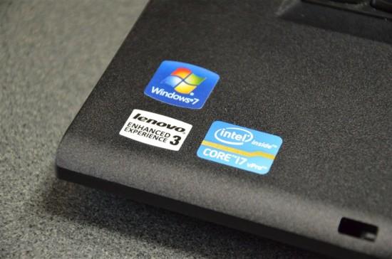 パームレスト左下にはWindows7とCore i7のステッカー