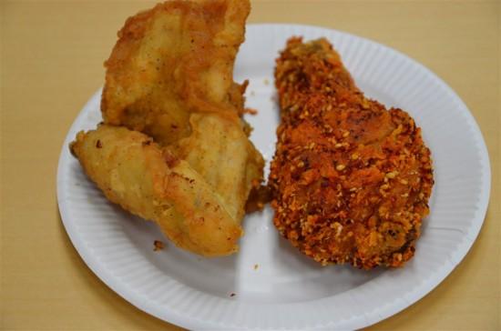 左が『オリジナルチキン』で右が『胡麻と山椒のぶっかけチキン』