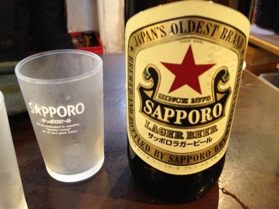 まずは瓶ビールで乾杯!
