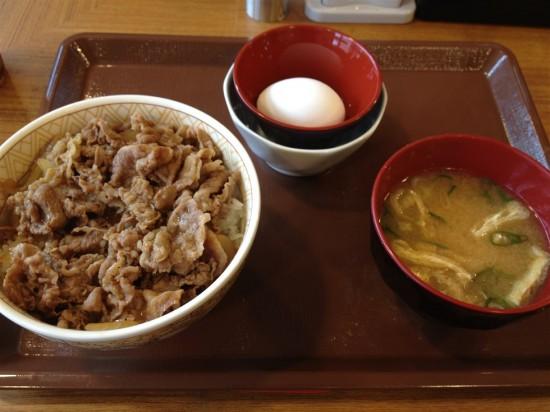 牛丼並盛(280円)とたまごセット(70円)