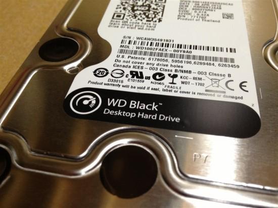 シールには『WD Black』がプリントされています