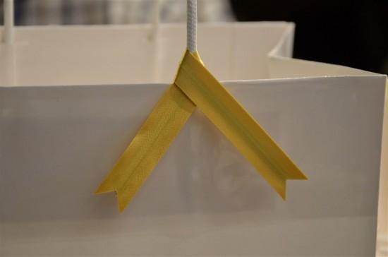 紐の部分にはかわいらしいリボンが巻いてあります