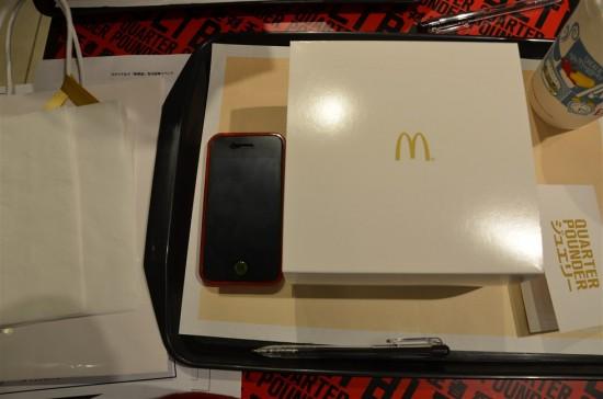 『ゴールドリング』が入った箱とiPhone4Sを比べてみました