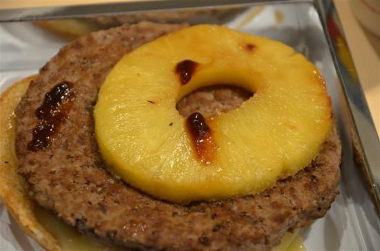 酸味を抑えた豊かな甘みがある厚さ約1.5cmのパイナップルが使われています