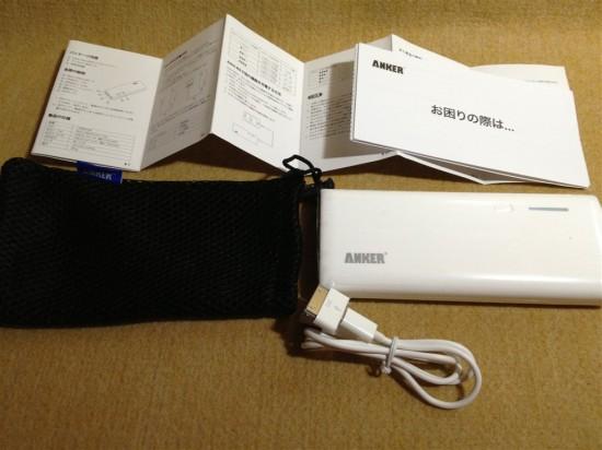 本体の他、充電ケーブルやポーチ、日本語マニュアルなどが付属