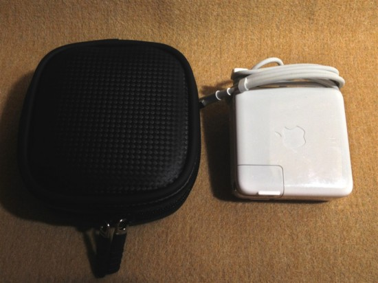 『IN-MACAD2BK』と『MagSafe Power Adapter(60W)』の比較