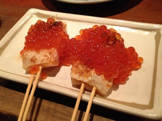 鮭の串焼き山盛りイクラ