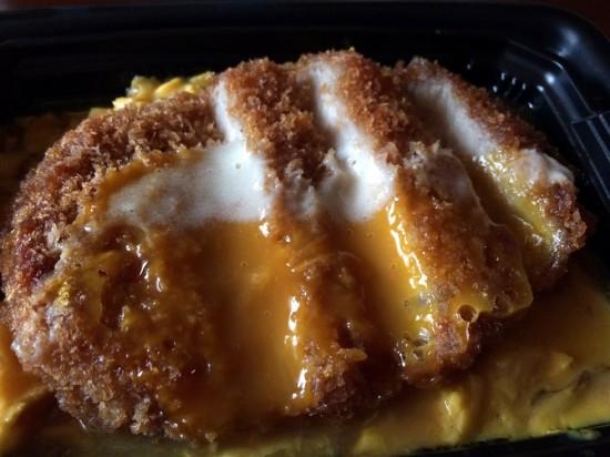 卵は半熟トロトロで美味しそう