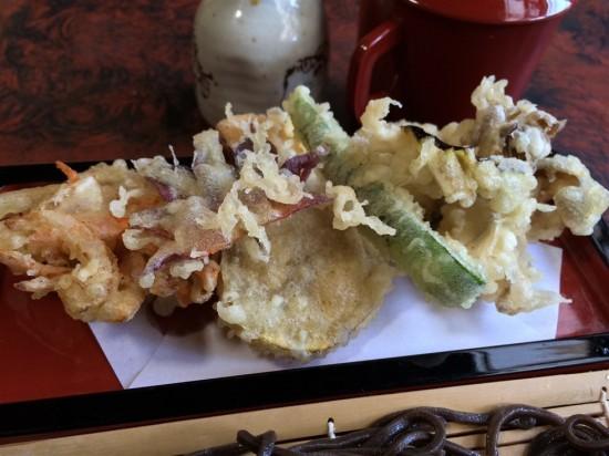 季節の野菜などの天ぷら