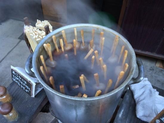 玉こん三兄弟はこの様にグツグツと煮こまれていました