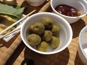 日本酒に漬けた梅と栃餅