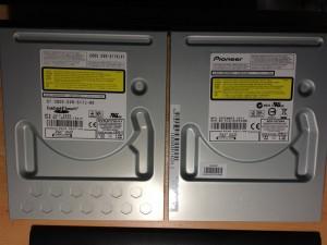 パイオニア製のDVDドライブ「DVR-S17J-BK」と比較