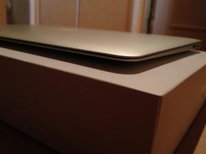 MacBook Airを横から見た図