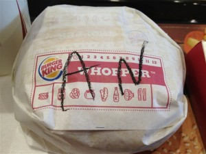 アングリーワッパー の包み紙には『ANGRY WHOPPER』を表す『AN』という略称
