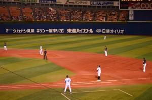 横浜も3回裏に2アウトながら1・2塁のチャンス