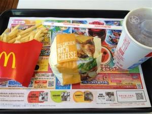 携帯のクーポンでビックチキンリッチチーズのMセットが640円
