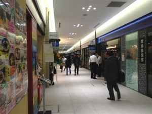 バーガーキング キュービックプラザ新横浜店オープン時間の7時より数分前に到着