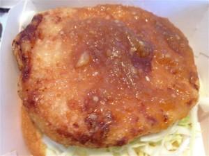 しょうが醤油の風味が香るチキン竜田パティにも和風おろしソースがタップリ