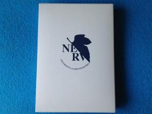 新世紀エヴァンゲリオン 13巻 プレミアム限定版、パッケージ背面のロゴ