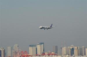 羽田空港に帰還するボーイング787機