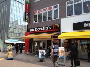 新横浜駅前にあるマクドナルド