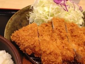 松乃家のロースとんかつ定食アップ