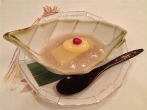 締めの水菓子は洋梨