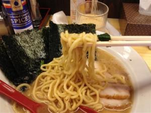 ラーメン大桜 十日市場本店のラーメン、麺アップ