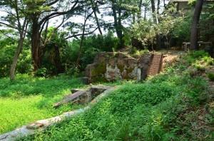 三渓園・松風閣の手前にあった何かの建物跡