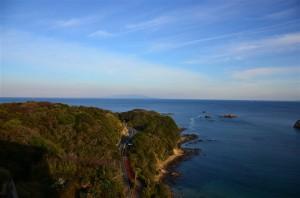 奥に薄っすらと見えるのは伊豆大島。18-105mm f/3.5-5.6G 絞り優先(F3.5・1/1500秒)・ISO-200