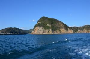 遊覧船から島々を撮影。18-105mm f/3.5-5.6G プログラム(F8・1/250秒)・ISO-100