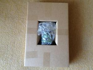 リヴァイのフィギュアが入っている箱を開封