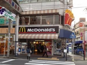 JR横浜線・中山駅前にあるマクドナルド