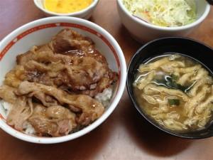 焼き牛丼と味噌汁